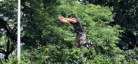 "Taylor Lautner defies gravity on the set of ""Tracers"" **USA, Canada, Australia ONLY**"