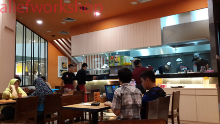 Bagian Dalam Ichiban Sushi