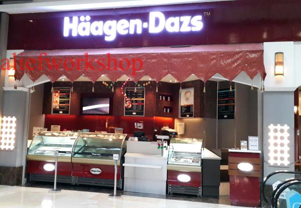 Saat ini banyak gerai-gerai es krim luar negeri hadir di beberapa pusat  perbelanjaan terutama pusat perbelanjaan di kota besar seperti Jakarta. 7926c88c0e