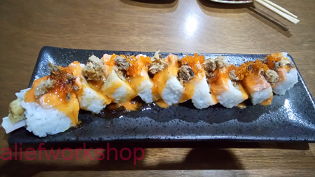 Salmon Aburi Crispy Roll